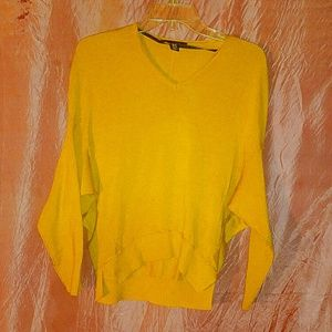 GOING IN 30 MIN yellow sweater by Kenneth Cole xs